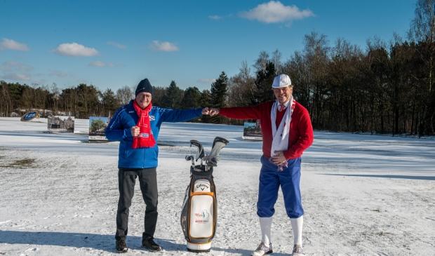 Foppe de Haan (links) en Auke Hempenius op de golfbaan.