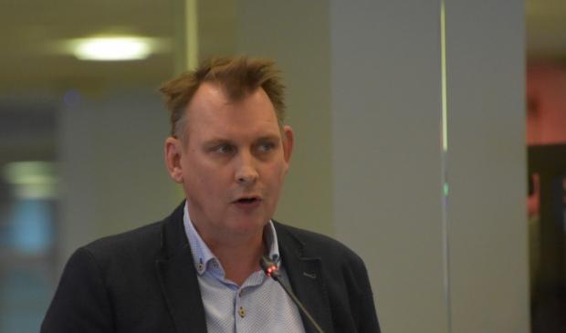 Michiel Schrier als SP-raadslid in de raad van Smallingerland.