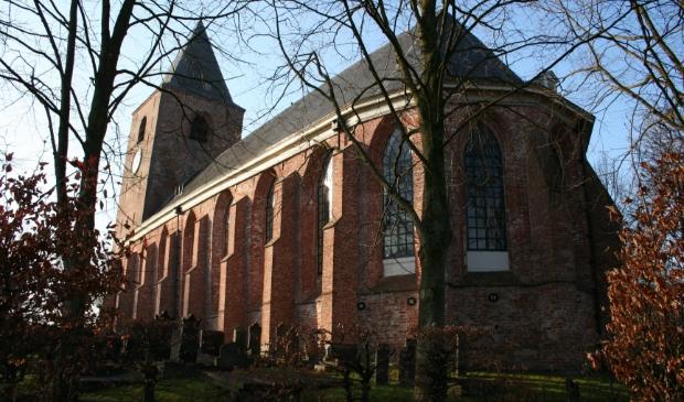 De Mariakerk in Buitenpost staat in het hart van het dorp.