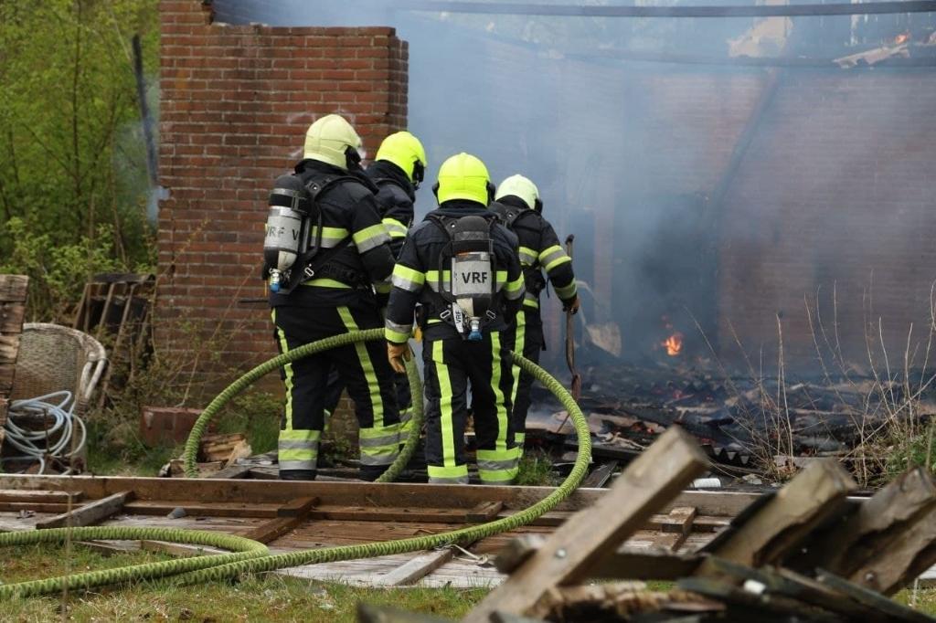 <p>Het uitgebrande schuurtje.</p> <p>Foto: Noordernieuws/ De Vries Media</p>