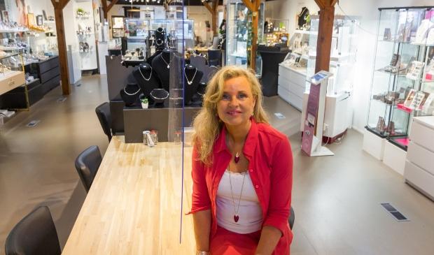 <p>Hilde Ferbeek heet je van harte welkom bij Juwelier De Slag.</p>