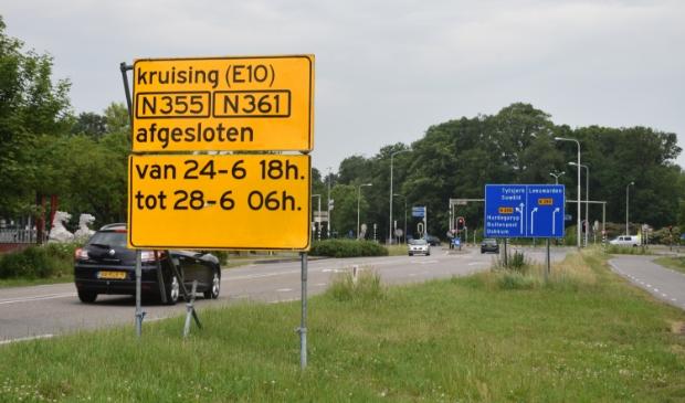 De kruising 'Swarrteweisein' bij restaurant E10 gaat vier dagen dicht vanwege werkzaamheden.