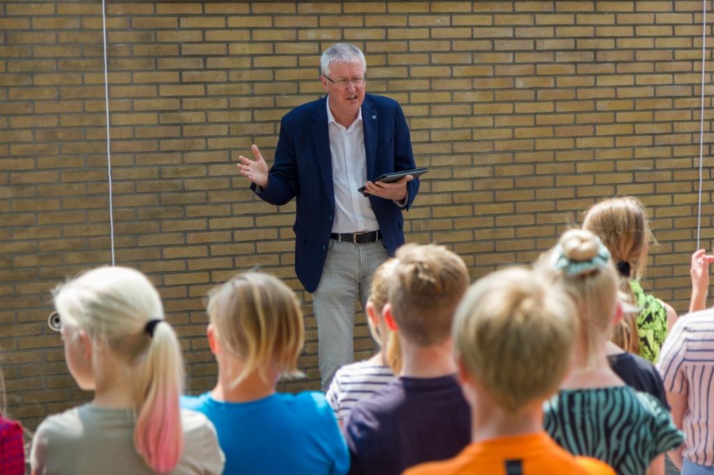 Joop Vogel, voorzitter van het College van Bestuur van CSG Liudger, vertelt over zijn schoolperiode. Foto: Actief Media © Actief Media