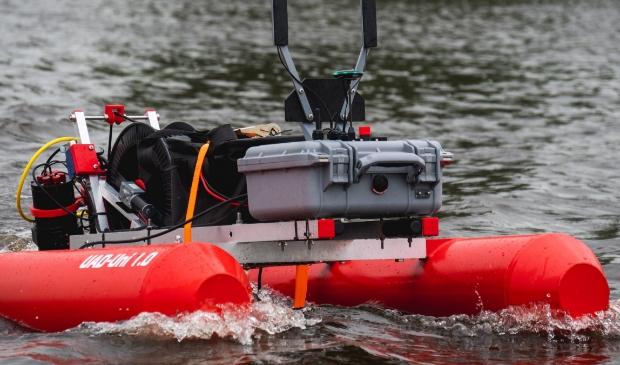 De 'waterdrone' of 'universal aquatic drone' kan op afstand de boezemwaterkwaliteit meten.