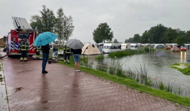 Flinke wateroverlast op Camping Bergumermeer bij Sumar.