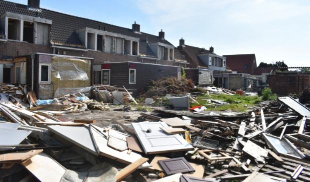 De sloop van woningen aan de Geelgorsstraat in Drachten.