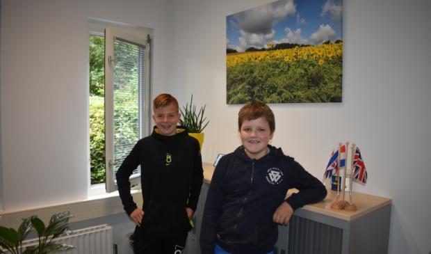 <p>Stijn Heidstra (links) en Sjoerd Bergsma zijn blij met meertalig onderwijs.</p>