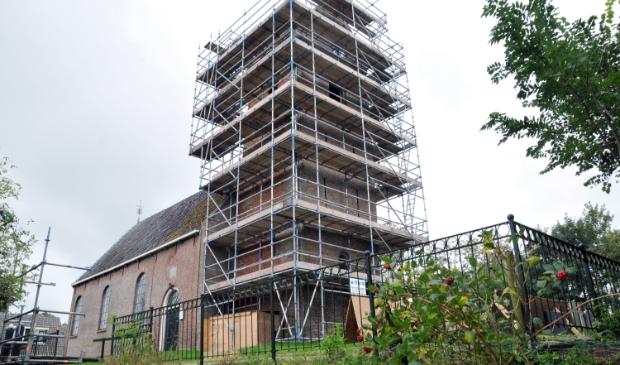 <p>De toren van de Mariakerk in Foudgum in de steigers.</p>