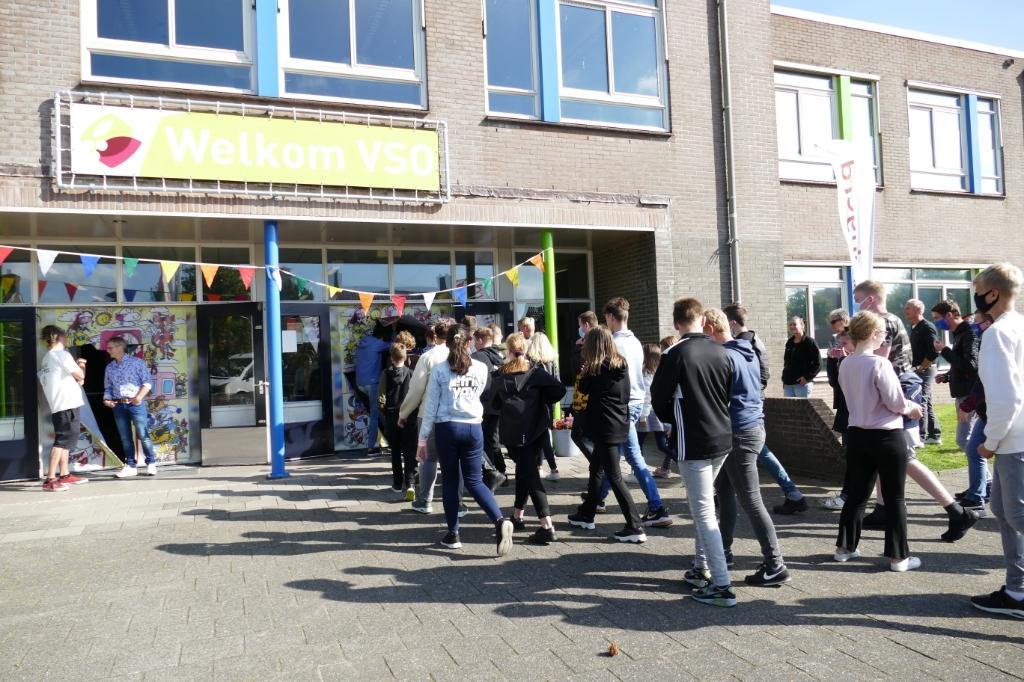 De leerlingen gaan naar binnen. Foto: Ingezonden © Actief Media