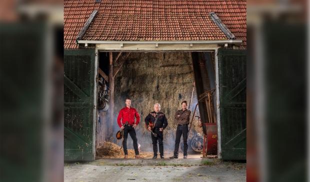 <p>Marcel Smit, Piter Wilkens en Gurbe Douwstra presenteren Frisicana III, the originals.</p>