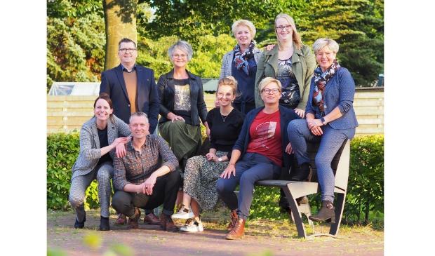 <p>v.l.n.r boven: Cees, Durkje, Janke, Pieta, Annie v.l.n.r. onder: Yvonne, Theo, Nynke, Anneke</p>