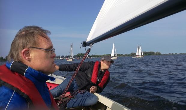 <p>Fokkenist Gerrit Hoekstra en stuurman Wybe Zijlstra aan boord van boot 5. Samen met Bouwe van der Meulen de winnaars na drie wedstrijden.</p>
