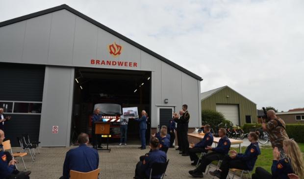 De officiële ingebruikname van de nieuwe, tijdelijke, brandweerkazerne in Oudega.
