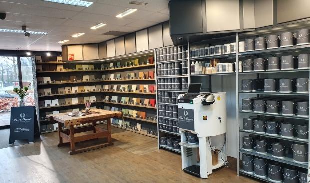 <p>De uitgebreide verfcollectie van Pure & Original in de<br>winkel.</p>