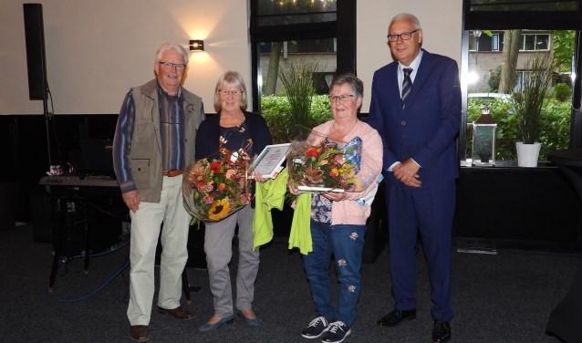 vlnr: Voorzitter Verweij  Alie Bosscha  Els Koelewijn  Eef van Ooijen. Foto: Ineke Draaijer.