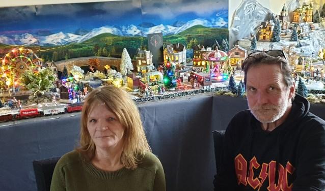 Jeanet en Onno Walet voor hun 'winterdorp'.