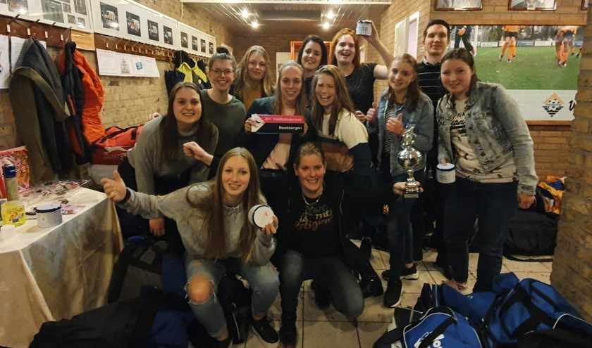 Het winnende damesteam Beekbergen. Foto: YVONNE TE WINKEL