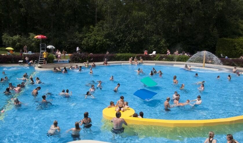 Vorig jaar was er nog volop plezier in het zwembad tijdens de hittegolf op 25 juni. Foto: Marion Verhaaf