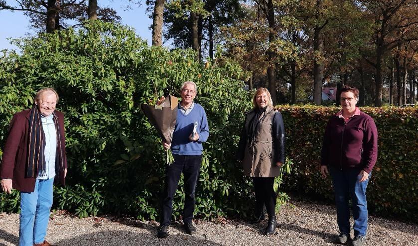 <p>Vlnr: Dorpsraadvoorzitter Henk Poldermans, Dick van Goor, Dagmar Zark en Anne-Margreet van der Horst &nbsp;</p>