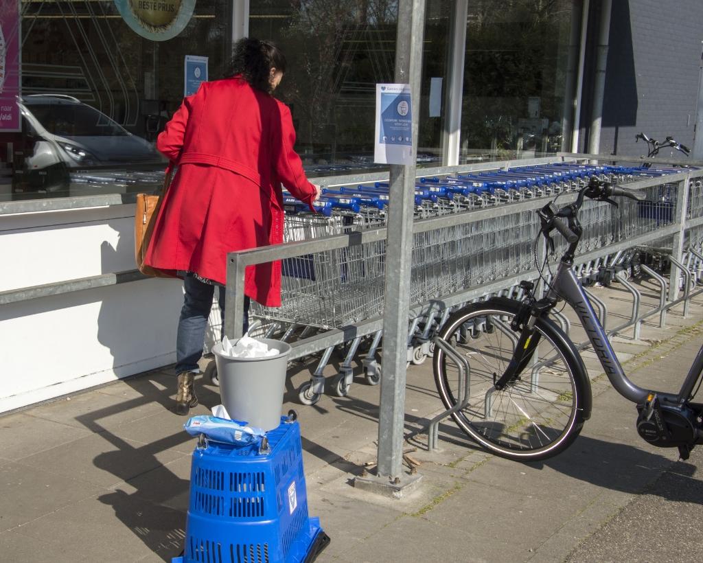 Eerst wagentje ontsmetten  © Brummens Nieuws