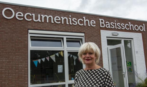 """Gerda Mulder voor """"Oecumenische Basisschool"""" in Brummen. Foto: Marion Verhaaf"""