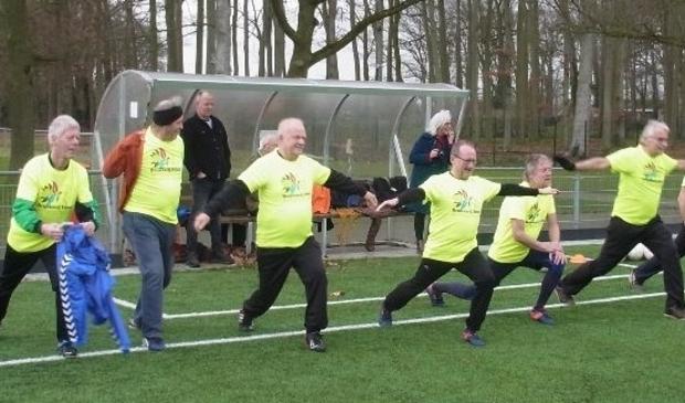 Warmingup voorafgaand aan  walking football
