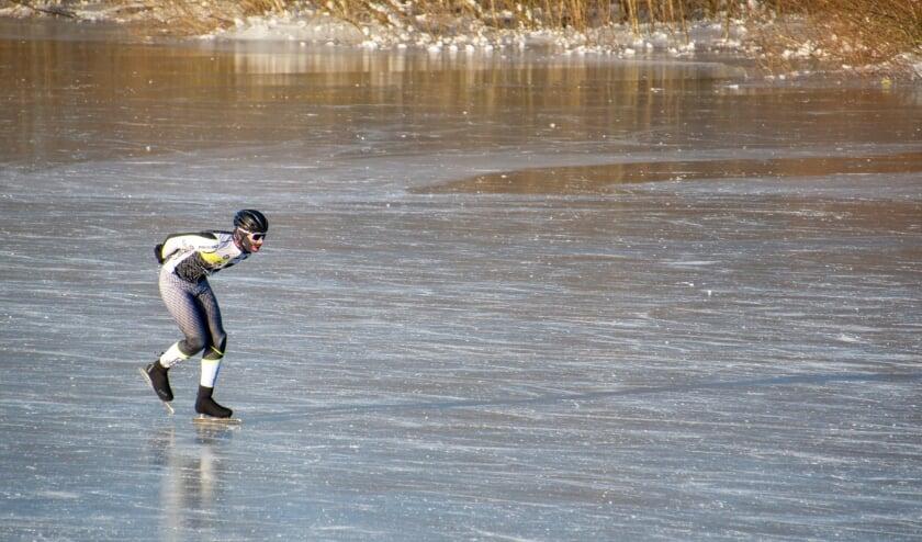 <p>Een eenzame schaatser op prachtig ijs. Foto: Marion Verhaaf</p>