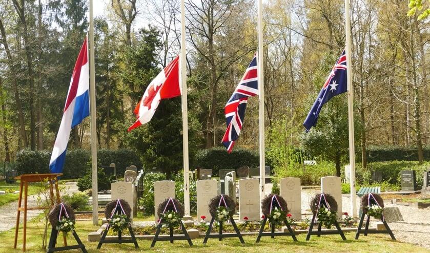 <p>Oorlogsgraven in Hall. Foto: JOKE GROOTE SCHAARSBERG</p>