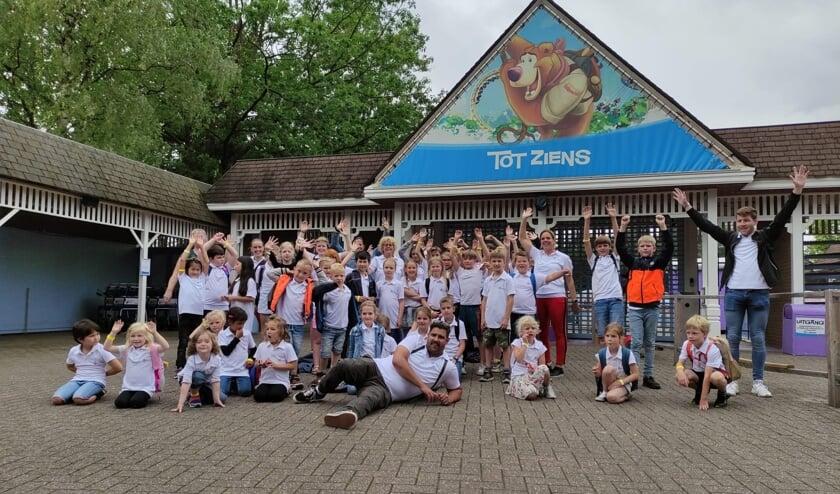 Met zijn allen nog even op de foto in Hellendoorn. Foto: Expeditie 24/7.