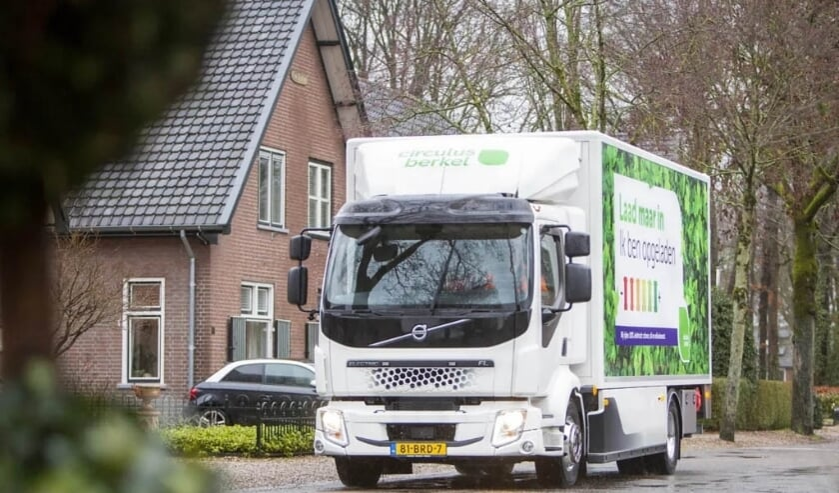 <p>Op de foto de Volvo FL Electric die gebruikt wordt voor de uitgifte van containers.</p>