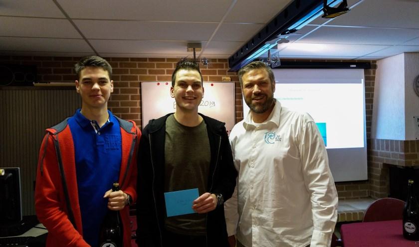 Foto: van links naar rechts: Stijn Palm (genomineerde), Silvan Buiting (duiker van het jaar), Wilbert Stapelvoort (voorzitter). (foto: PR Duikteam Sub Aqua Libera)