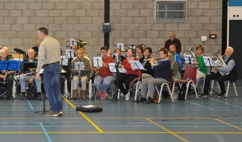 Muziekvereniging Sint-Caecilia en het Senioren Orkest. (foto: John Teunissen)