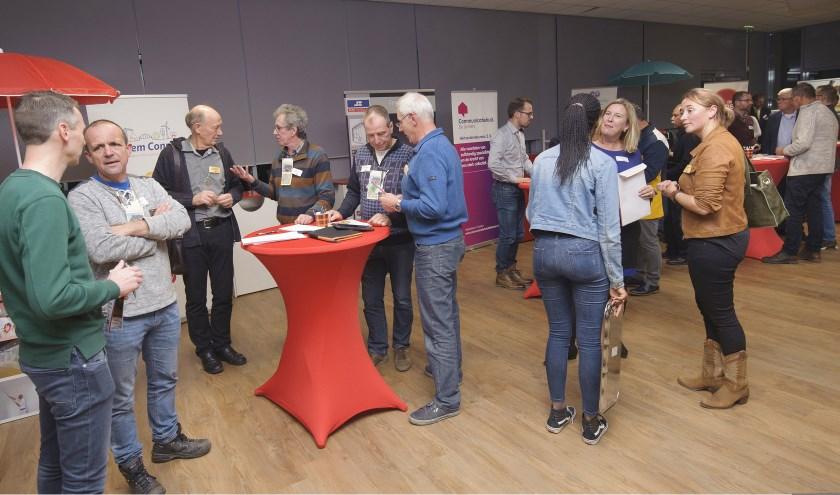 Tijdens de voorgaande editie van Beursvloer de Liemers werd er flink 'onderhandeld' tussen de bedrijven en organisaties. (foto: Jacques Kok)