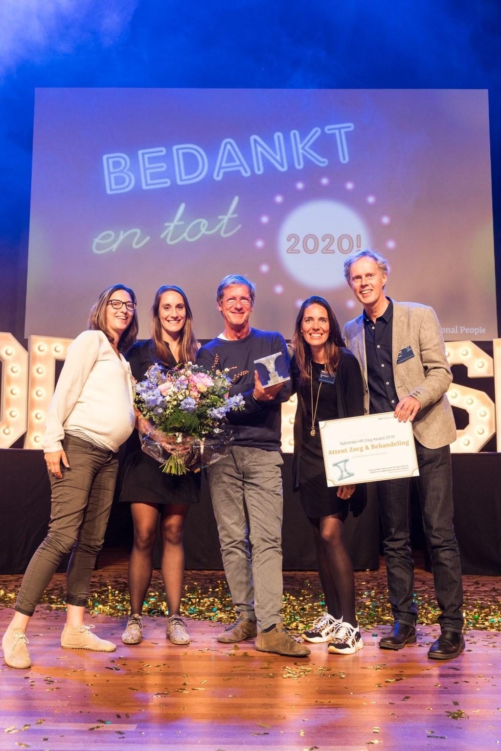 vlnr Merel Hoes, Astrid Bolck, Wil Zajdenband, Myke Bonouvrié en Ted Jetten