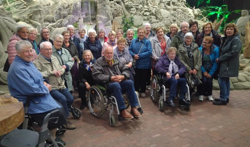 Gasten en Vrijwilligers van de Zonnebloem in Garderen. (foto: Yvonne Kampschreur)