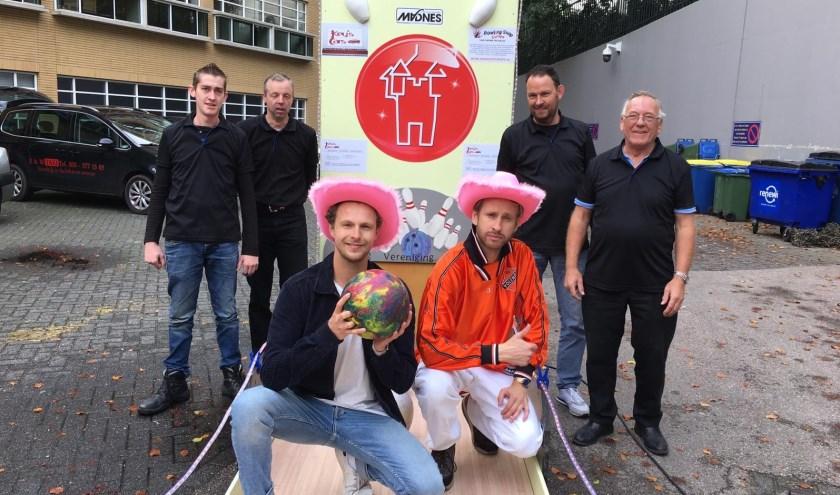 Presentatoren programma en team Zevenaar. (foto: Mees Bakker )