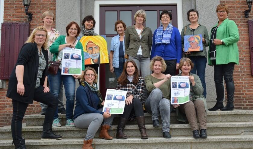 De studenten van vrije academie 't Pad en wethouder Herma van Dijkhuizen. (foto: Gemeente Neder-Betuwe)