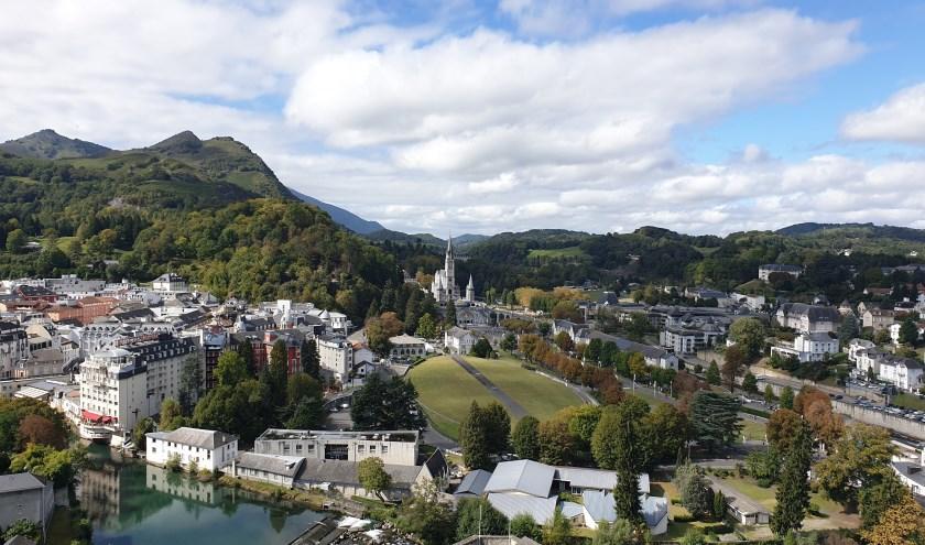 Uitzicht op Lourdes vanuit het Château Fort de Lourdes. (foto: Femke van Ottele)