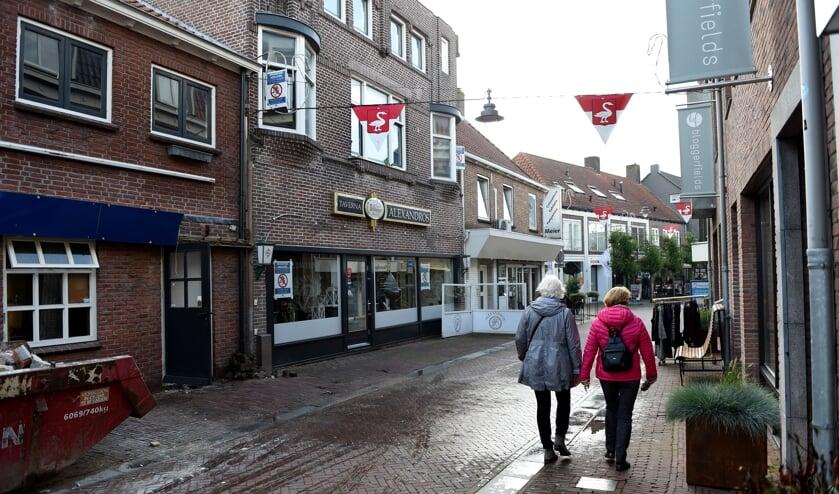 De burgemeester kiest voor bekendmaking van het drugspand. Vierakkerstraat 38 Huissen. (foto Sjaak Veldkamp)