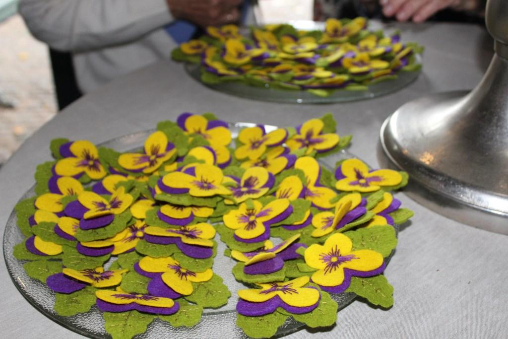 Corsages. (foto: N. de Snoo) Foto: N. de Snoo © Hét Gemeentenieuws