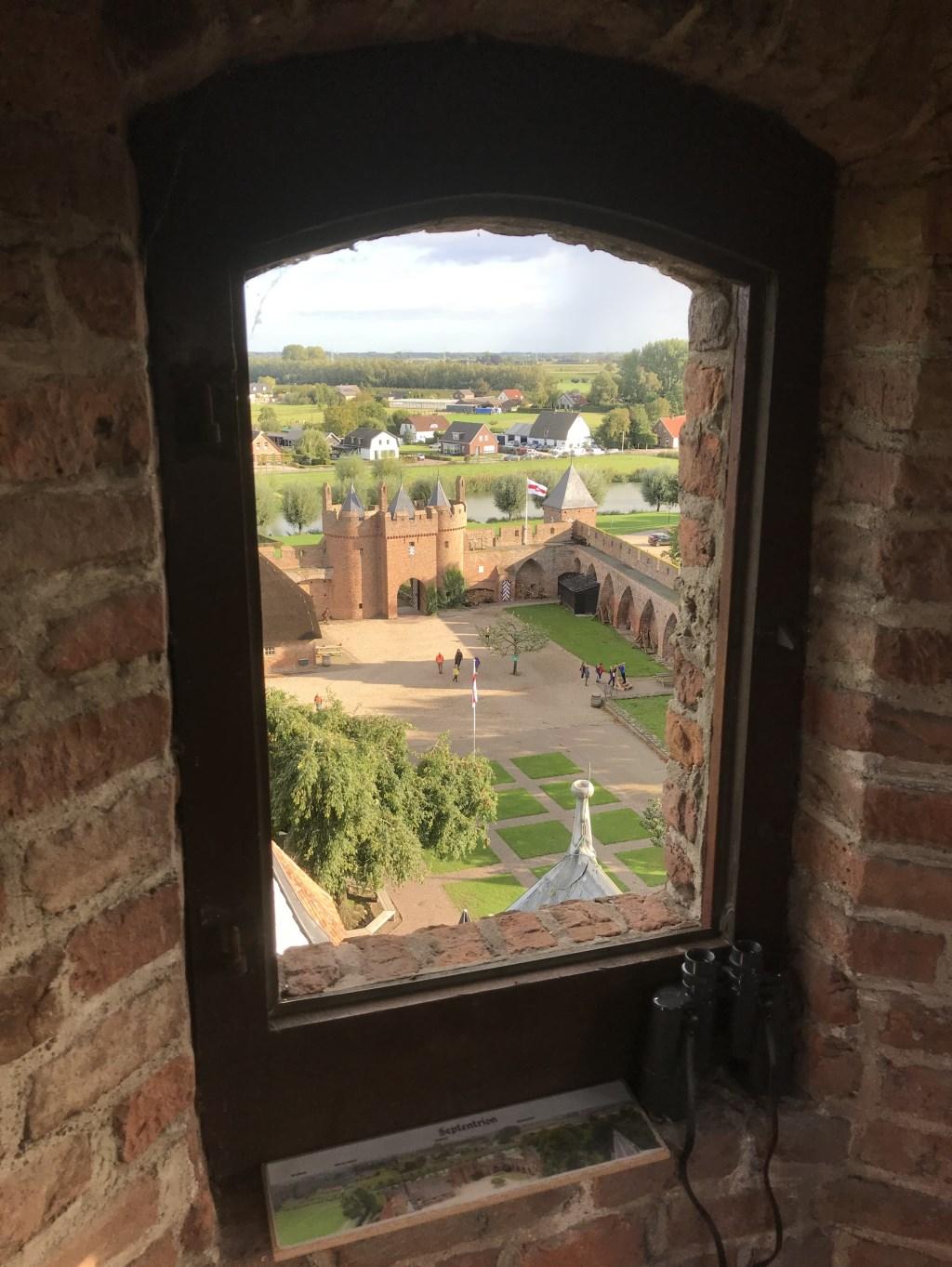 leerlingen bezoeken kasteel