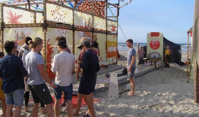 Bowlen op het strand Ameland. (foto: O. van Tongeren)