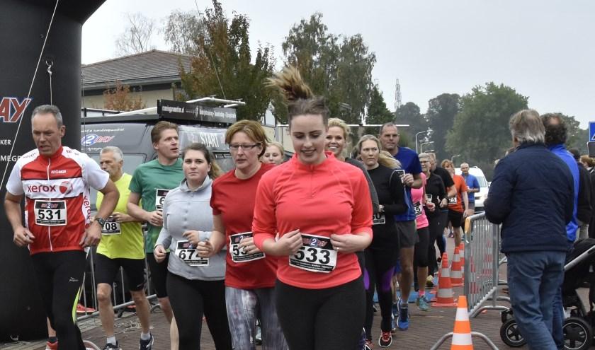 Start van de 5 km. (foto: Gabi van Breenen)