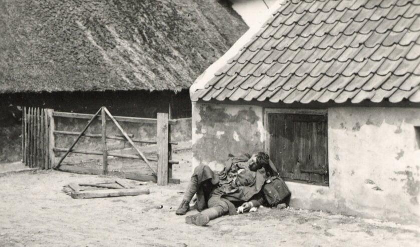 Foto: Stichting De Greb met gesneuvelde soldaat in Achterberg