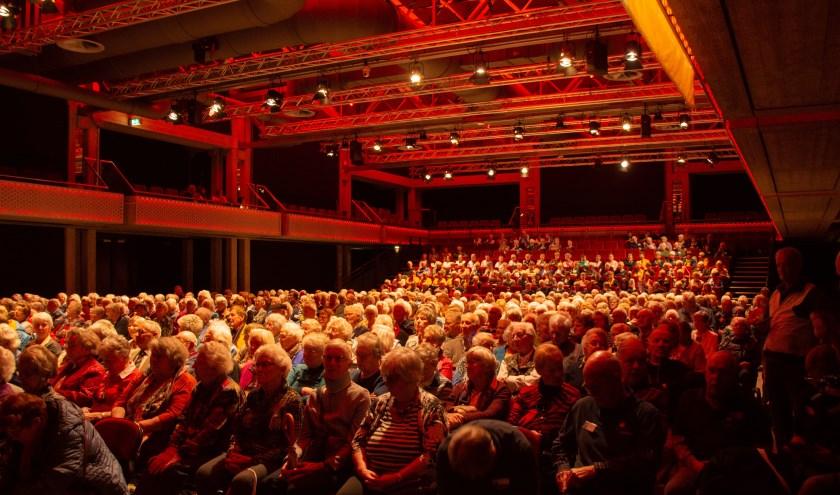 Gasten van De Zonnebloem in theater De Flint in Amersfoort. (foto: Petra van Gend)