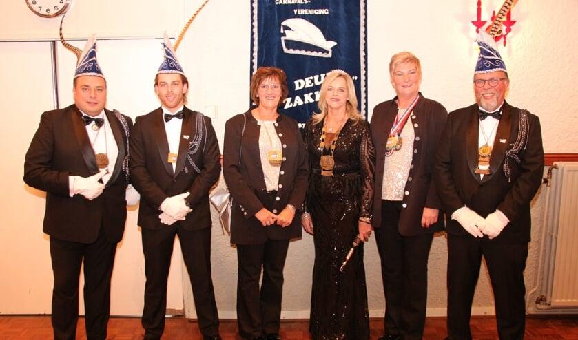 Van links naar rechts: Adjudanten Peter van Rens, Michiel Kok, hofdame Wilma Arens, Prinses Rita Kok, hofdame Jolanda van der Krabben en adjudant Ary Kok. (foto: Bert Roodbeen)