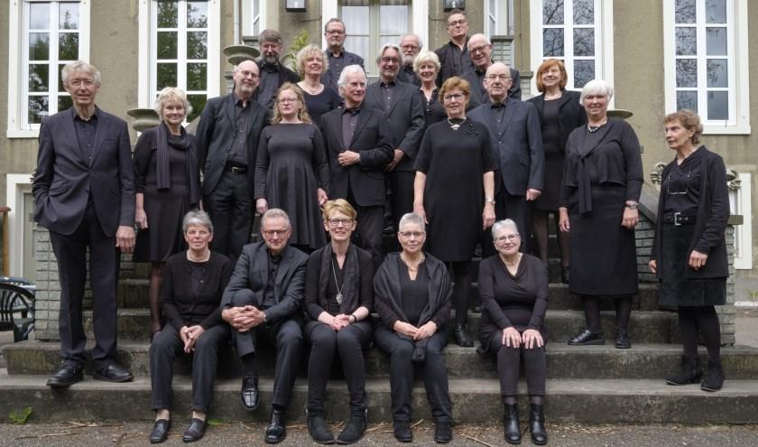 Opstelling koor op trap klooster Huissen. (foto: Rein Bergsma)