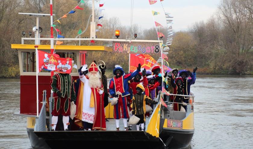 Sinterklaas komt in Westervoort natuurlijk aan met de boot! (foto: Inge van de Weem)