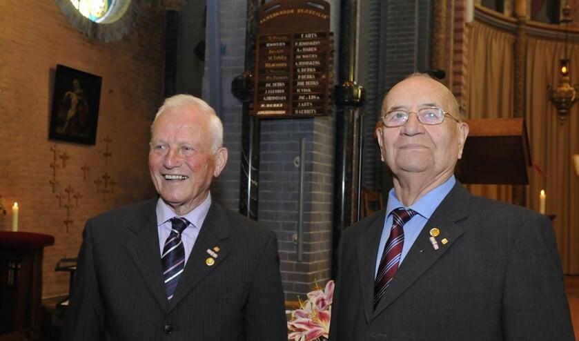 De jubilarissen Herman Gerrits en Jan Duijghuisen. (foto: Eric Duijghuijsen)