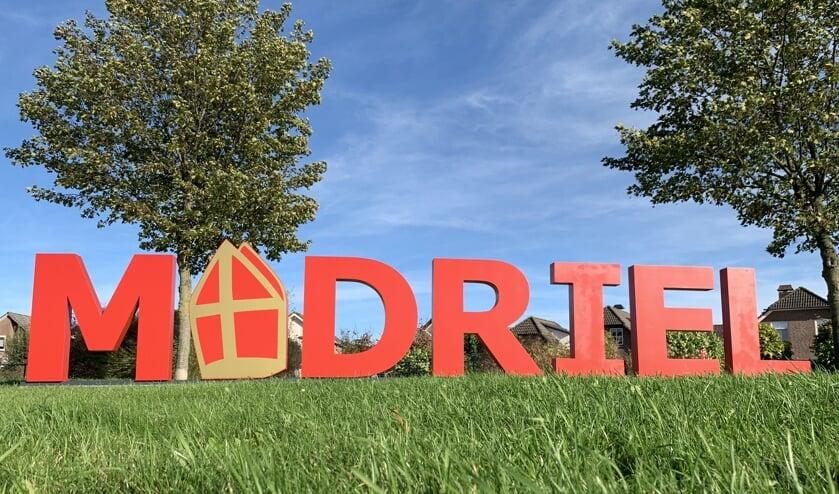 Deze 120 cm hoge tekst Madriel siert de rotonde Rijnstraat/Boltweg in Driel. (foto: Perspiet Alfredo)